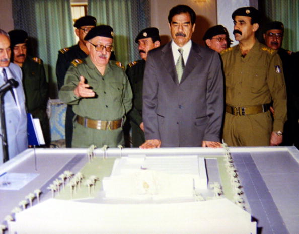 Saddam Hussein「Saddam Hussein Visits Bomb Shelter Model」:写真・画像(18)[壁紙.com]