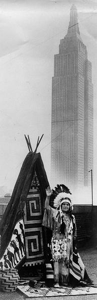 Empire State Building「Red Wing (Roter Flügel), ein Mädchen vom Stamm der Winnebago-Indianer」:写真・画像(1)[壁紙.com]