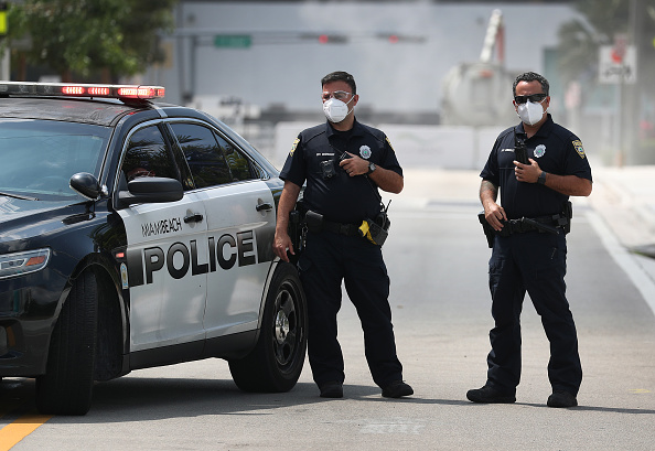Police Force「Miami Beach Convention Center To Become Temporary Hospital During COVID-19 Crisis」:写真・画像(1)[壁紙.com]