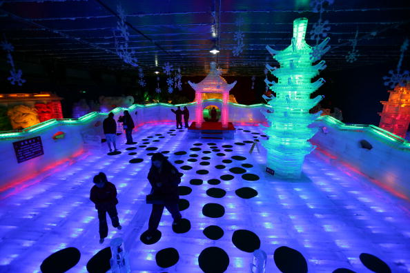 Ice Sculpture「Ice Sculpture Exhibition Cools Off Residents In Chongqing」:写真・画像(18)[壁紙.com]
