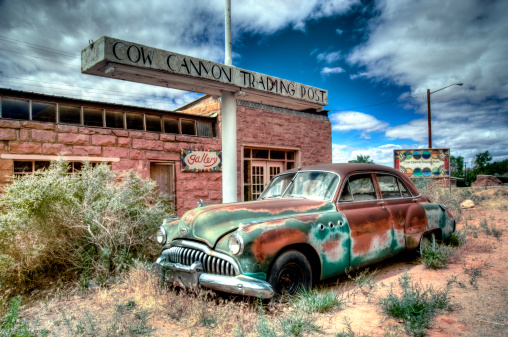 Vintage Car「Abandoned 1950's car outside a desert trading post」:スマホ壁紙(1)