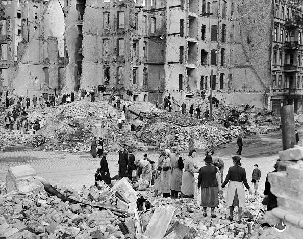 Postwar「Bombed Out City」:写真・画像(19)[壁紙.com]