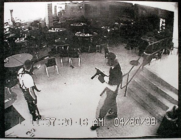 Mass Shooting「Surveillance Tape Of Columbine High School Shooting」:写真・画像(6)[壁紙.com]