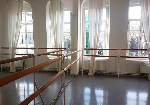 Dancing「Empty dance studio」:スマホ壁紙(19)