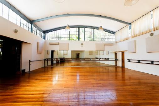 Dancing「Empty dance studio awaits dancers」:スマホ壁紙(9)