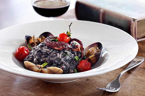Black Rice「Seafood Risotto, Paella from black rice with seafood,Black risotto with octopus」:スマホ壁紙(4)