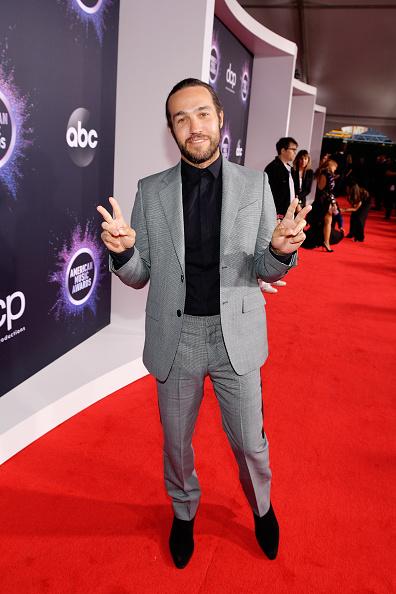 Suede「2019 American Music Awards - Red Carpet」:写真・画像(12)[壁紙.com]