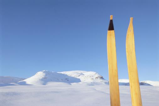 スキー「Sweden, Vasterbotten, wooden skis in foreground」:スマホ壁紙(10)