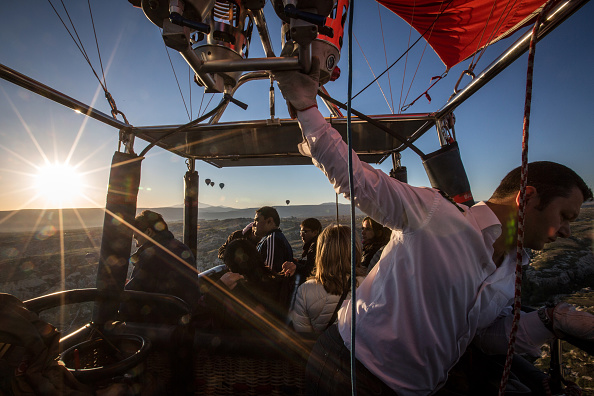 Tourism「Peak Tourist Season Begins in Turkey's Famous Cappadocia Region」:写真・画像(9)[壁紙.com]