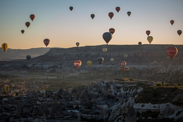 ヒューマンインタレスト「Peak Tourist Season Begins in Turkey's Famous Cappadocia Region」:写真・画像(12)[壁紙.com]