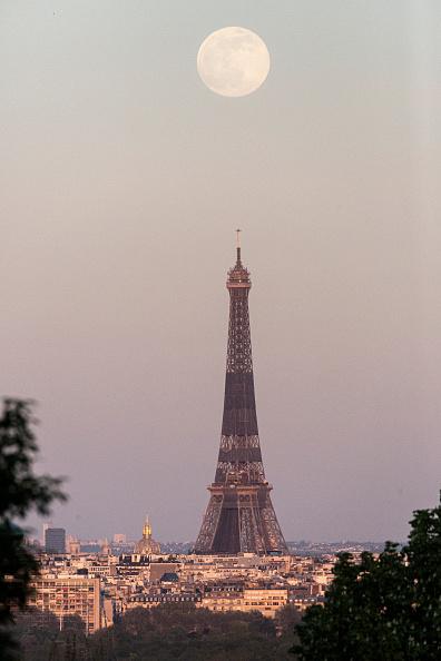 風景「April Supermoon Shines Over Paris」:写真・画像(15)[壁紙.com]