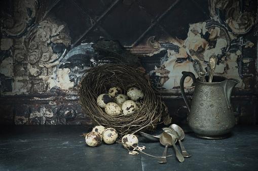 イースター「Easter nest of quail eggs, silver spoons and jar」:スマホ壁紙(5)