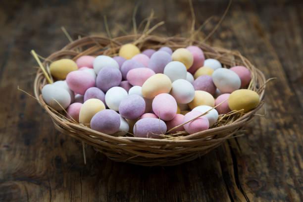 Easter nest of Chocolate Easter eggs:スマホ壁紙(壁紙.com)