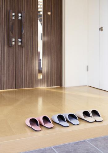 Entrance「Slippers at a front door」:スマホ壁紙(11)