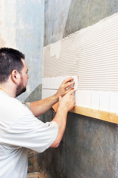 Craftsperson「Tiling in progress」:写真・画像(16)[壁紙.com]