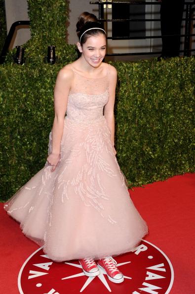 Flared Dress「2011 Vanity Fair Oscar Party Hosted By Graydon Carter - Arrivals」:写真・画像(3)[壁紙.com]
