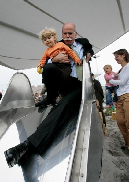 ダイムラーAG「Daimler Opens Child Day Care Centers」:写真・画像(13)[壁紙.com]
