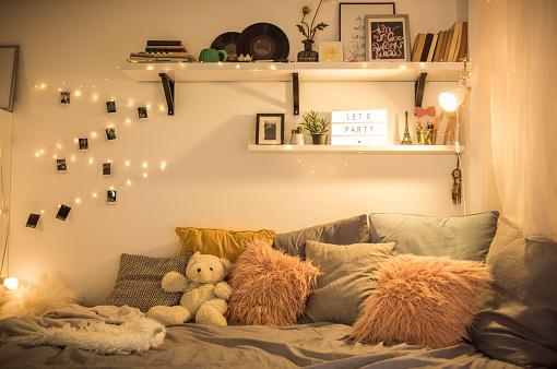 String Light「Cute teen bedroom」:スマホ壁紙(9)