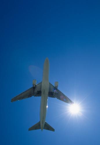 Passenger「Passenger jet in flight, view from below」:スマホ壁紙(7)