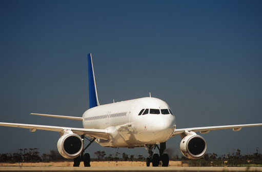 Passenger「Passenger jet on taxiway」:スマホ壁紙(6)
