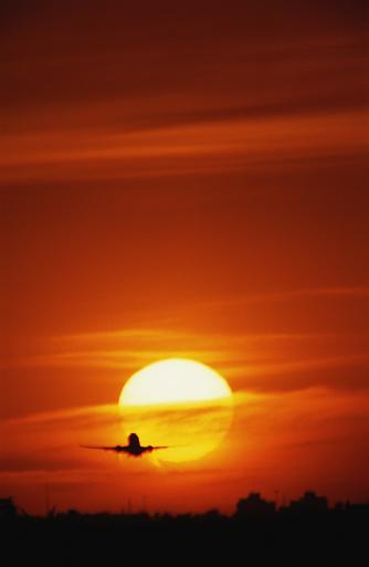 Passenger「Passenger jet against red sky, landing, sunset」:スマホ壁紙(16)