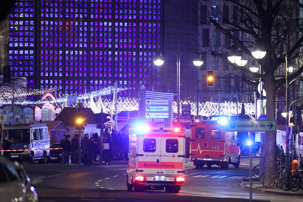 ベルリン「Lorry Drives Through Christmas Market In Berlin」:写真・画像(8)[壁紙.com]