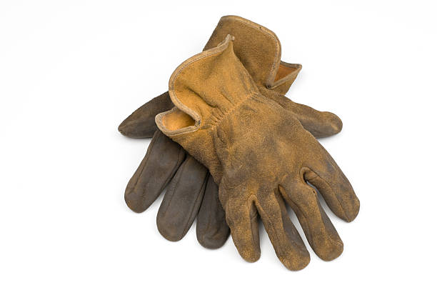 Old well worn leather work gloves-isolated on white:スマホ壁紙(壁紙.com)