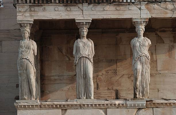Statues on an ancient historical building in Athens, Greece:スマホ壁紙(壁紙.com)
