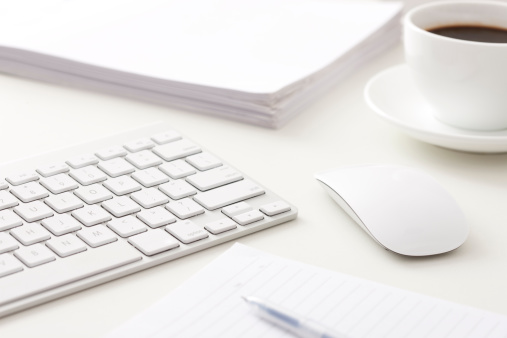 Document「Computer, files and coffee on office desk」:スマホ壁紙(5)