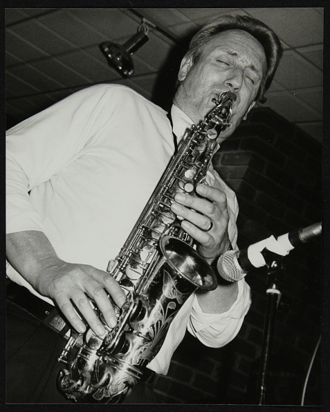Saxophonist「Saxophonist Peter King playing at The Fairway, Welwyn Garden City, Hertfordshire, 14 April 1991. Artist: Denis Williams」:写真・画像(0)[壁紙.com]