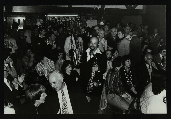 楽器「Saxophonists Red Holloway and Sonny Stitt at The Bell, Codicote, Hertfordshire, 24 November 1980. .」:写真・画像(8)[壁紙.com]