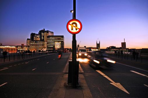 London Bridge - England「No U-turn on london bridge at dusk」:スマホ壁紙(9)