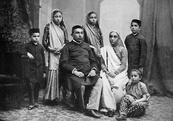 Activity「A Parsi Family」:写真・画像(10)[壁紙.com]