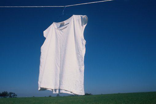 Drying「T-shirt drying on clothesline outside」:スマホ壁紙(18)