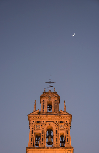 満ちていく月「Spain, Seville, Bell tower of Santa Paula Monastery at night」:スマホ壁紙(12)