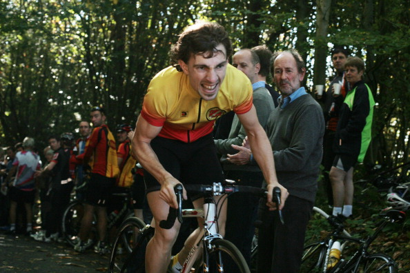 Effort「Cyclist Climbing Yorks Hill」:写真・画像(6)[壁紙.com]