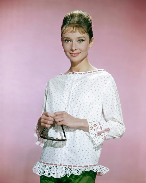 White Blouse「Portrait Of Audrey Hepburn」:写真・画像(0)[壁紙.com]