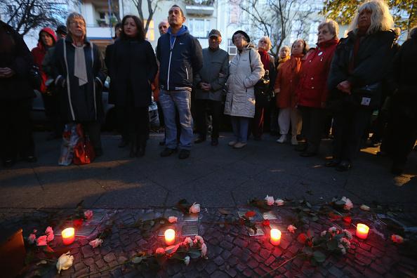Candlelight「Germany Commemorates Kristallnacht Pogroms 75th Anniversary」:写真・画像(18)[壁紙.com]