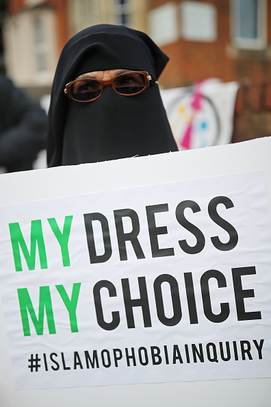 Religious Dress「Protest Following Boris Johnson's Burka Comments」:写真・画像(6)[壁紙.com]