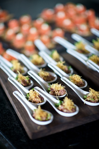 Samosa「Amazing Canapés on spoons at a celebration party」:スマホ壁紙(11)