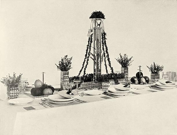 "Wedding table in the exhibition of the Wiener Werkstaette named ""The well laid table"". Neustiftgasse 32-34. In Deutsche Kunst und Dekoration, volume XIX, 1907. page 473.:ニュース(壁紙.com)"