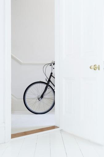 自転車「自転車の廊下」:スマホ壁紙(16)