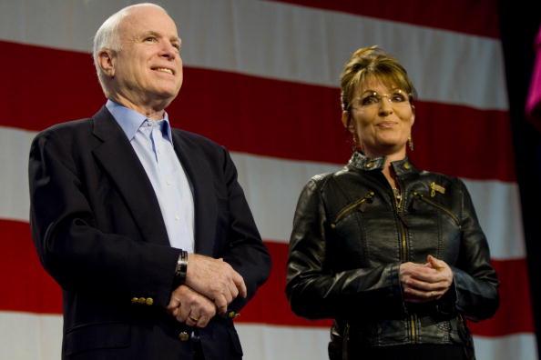John McCain「Sarah Palin Campaigns With Senator John McCain」:写真・画像(10)[壁紙.com]