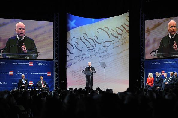 Philadelphia - Pennsylvania「John McCain Honored With Liberty Medal For A Lifetime Of Service」:写真・画像(4)[壁紙.com]