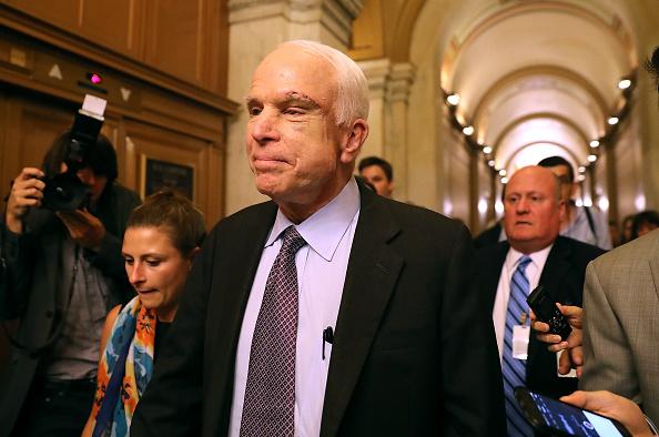 John McCain「Senators Debate Health Care Bill On Capitol Hill」:写真・画像(15)[壁紙.com]