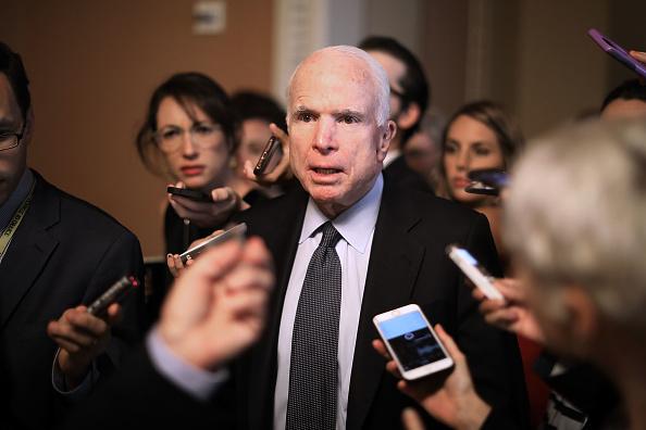John McCain「Revised Health Care Bill Released By GOP Senators On Capitol Hill」:写真・画像(9)[壁紙.com]