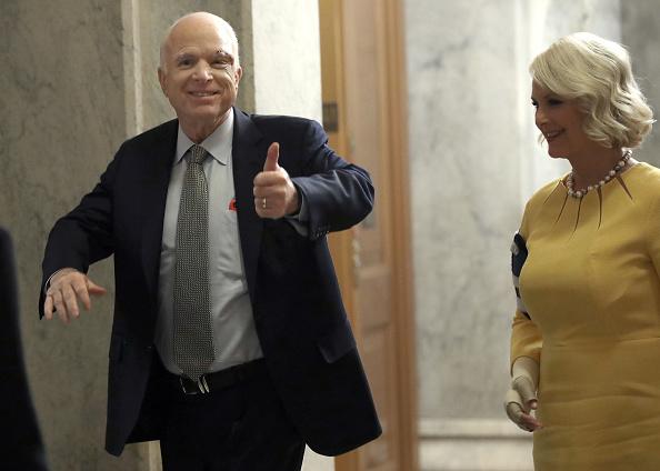 Women「Sen. John McCain (R-AZ) Back On Capitol Hill For Health Care Vote, After Cancer Diagnosis Last Week」:写真・画像(5)[壁紙.com]