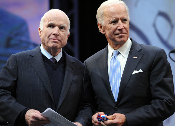 John McCain「John McCain Honored With Liberty Medal For A Lifetime Of Service」:写真・画像(19)[壁紙.com]