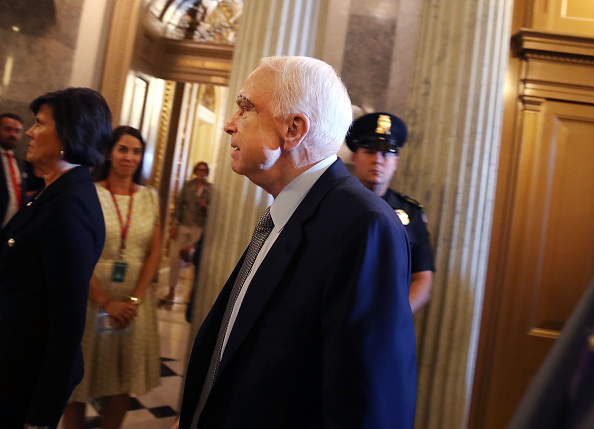 Incidental People「Sen. John McCain (R-AZ) Back On Capitol Hill For Health Care Vote, After Cancer Diagnosis Last Week」:写真・画像(6)[壁紙.com]