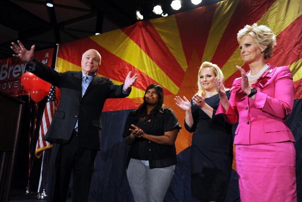 John McCain「Sen. McCain Attends Arizona Republicans Election Night Party」:写真・画像(16)[壁紙.com]